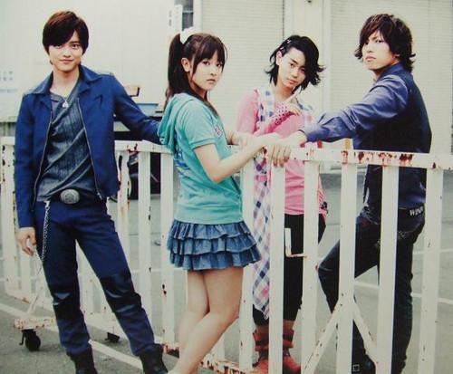 Nishiuchi mariya i kiriyama renn randki gruby facet umawia się z gorącą dziewczyną